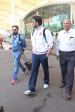 Abhishek Bachchan snapped at airport on 2nd Feb 2016 (12)_56b1afddbedee.JPG