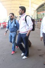 Abhishek Bachchan snapped at airport on 2nd Feb 2016 (13)_56b1afde8eaff.JPG