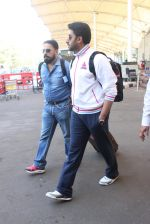 Abhishek Bachchan snapped at airport on 2nd Feb 2016 (14)_56b1afdf79620.JPG