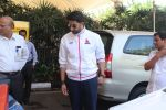 Abhishek Bachchan snapped at airport on 2nd Feb 2016 (9)_56b1afdb6ffde.JPG