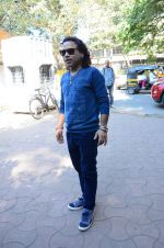 Kailash Kher at a song recording on 2nd Feb 2016 (3)_56b1b27713ba3.JPG