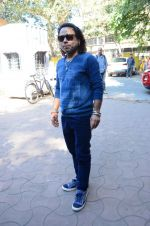 Kailash Kher at a song recording on 2nd Feb 2016 (4)_56b1b277ec179.JPG