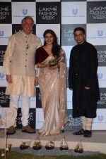 Kajol at Lakme fashion week press meet on 4th Feb 2016 (87)_56b4531816a07.JPG