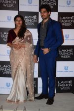 Kajol, Sidharth Malhotra at Lakme fashion week press meet on 4th Feb 2016 (92)_56b453286ba86.JPG