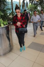 Kareena Kapoor snapped at airport on 4th Feb 2016 (32)_56b45244407ce.JPG