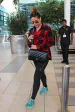 Kareena Kapoor snapped at airport on 4th Feb 2016