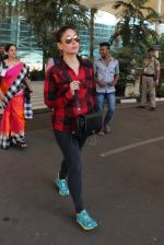 Kareena Kapoor snapped at airport on 4th Feb 2016 (36)_56b4524761361.JPG
