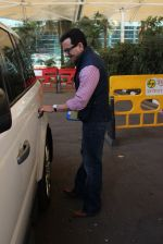 Saif Ali Khan snapped at airport on 4th Feb 2016 (36)_56b45280ea980.JPG