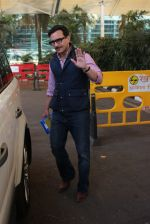 Saif Ali Khan snapped at airport on 4th Feb 2016 (39)_56b452841794d.JPG