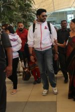 Abhishek Bachchan snapped at Airport on 6th Feb 2016 (18)_56b7346ce0ac1.JPG