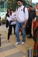 Abhishek Bachchan snapped at Airport on 6th Feb 2016 (20)_56b7346f3e0bc.JPG