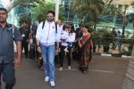 Abhishek Bachchan snapped at Airport on 6th Feb 2016 (24)_56b734c072575.JPG