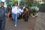 Abhishek Bachchan snapped at Airport on 6th Feb 2016 (25)_56b73474a28e6.JPG