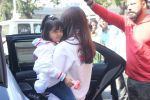 Aishwarya Bachchan, aradhya bacchan snapped at Airport on 6th Feb 2016 (27)_56b734ca74209.JPG