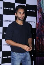 Armaan Jain at Rohan Shrestha_s exhibition on 6th Feb 2016 (204)_56b7374299db4.JPG