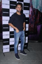Armaan Jain at Rohan Shrestha_s exhibition on 6th Feb 2016 (205)_56b73743bf0c7.JPG