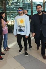 Honey Singh snapped at Airport on 6th Feb 2016