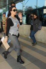 Preity Zinta snapped at airport on 5th Feb 2016 (47)_56b717e88fe9c.JPG