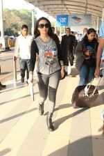 Preity Zinta snapped at airport on 5th Feb 2016 (49)_56b717ec0b891.JPG