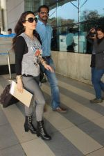 Preity Zinta snapped at airport on 5th Feb 2016 (51)_56b717ee68e2a.JPG