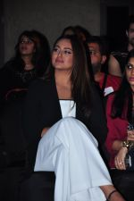 Sonakshi Sinha at HTC SHOW in Mumbai on 5th Feb 2016 (13)_56b71b51c3ff9.JPG