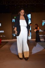 Sonakshi Sinha at HTC SHOW in Mumbai on 5th Feb 2016 (64)_56b71aa79de11.JPG