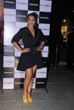 Sonakshi Sinha at Rohan Shrestha_s exhibition on 6th Feb 2016 (220)_56b738ac5bf8b.JPG