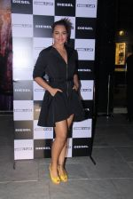 Sonakshi Sinha at Rohan Shrestha_s exhibition on 6th Feb 2016 (223)_56b738ae9795f.JPG