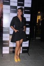 Sonakshi Sinha at Rohan Shrestha_s exhibition on 6th Feb 2016 (224)_56b738af57e07.JPG