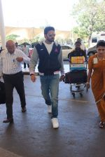 Abhishek Bachchan snapped at airport on 7th Feb 2016