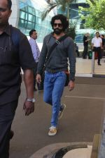 Farhan AKhtar snapped at airport on 7th Feb 2016