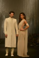 Katrina Kaif, Aditya Roy Kapoor walk for Tarun in Mumbai on 7th Feb 2016