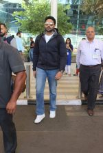 Abhishek Bachchan snapped at airport on 8th Feb 2016 (31)_56b993d952c41.JPG