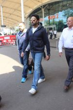 Abhishek Bachchan snapped at airport on 8th Feb 2016 (33)_56b993db1969a.JPG