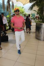 Sonu Nigam snapped at airport on 8th Feb 2016