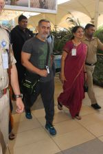 Aamir Khan snapped at airport on 9th Feb 2016
