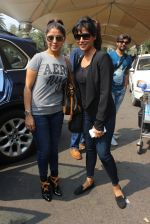 Chitrangada Singh, Sunidhi Chauhan snapped at airport on 9th Feb 2016