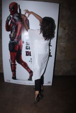 Sonakshi Sinha at Deadpool screening on 9th Feb 2016 (19)_56baf9b22a3c0.JPG