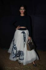 Sonam Kapoor at Kalaghoda to promote Neerja on 9th Feb 2016 (12)_56bafc7cbca59.JPG