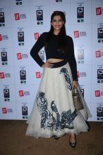 Sonam Kapoor at Kalaghoda to promote Neerja on 9th Feb 2016 (40)_56bafca4bbd40.JPG