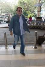 Vinod Khanna snapped at airport on 9th Feb 2016 (48)_56bafb4b37287.JPG