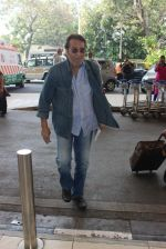 Vinod Khanna snapped at airport on 9th Feb 2016