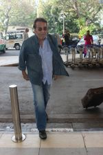 Vinod Khanna snapped at airport on 9th Feb 2016 (50)_56bafb4d525e7.JPG