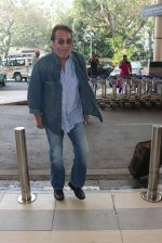 Vinod Khanna snapped at airport on 9th Feb 2016 (51)_56bafb4e04b92.JPG
