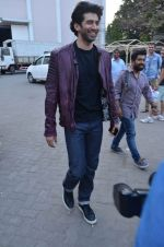Aditya Roy Kapoor snapped at Mehboob on 10th Feb 2016 (110)_56bc4fb19d1cb.JPG
