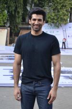 Aditya Roy Kapoor snapped at Mehboob on 10th Feb 2016 (85)_56bc4faab8d51.JPG