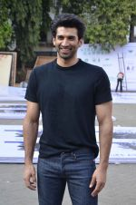 Aditya Roy Kapoor snapped at Mehboob on 10th Feb 2016 (86)_56bc4fabc03d1.JPG