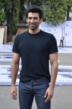 Aditya Roy Kapoor snapped at Mehboob on 10th Feb 2016 (88)_56bc4fb0a1291.JPG