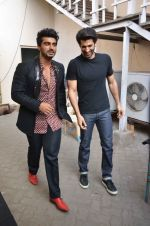 Arjun Kapoor, Aditya Roy Kapoor snapped at Mehboob on 10th Feb 2016 (65)_56bc4fb5d7560.JPG