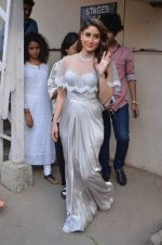Kareena Kapoor snapped at Mehboob on 10th Feb 2016 (121)_56bc5a766e020.JPG
